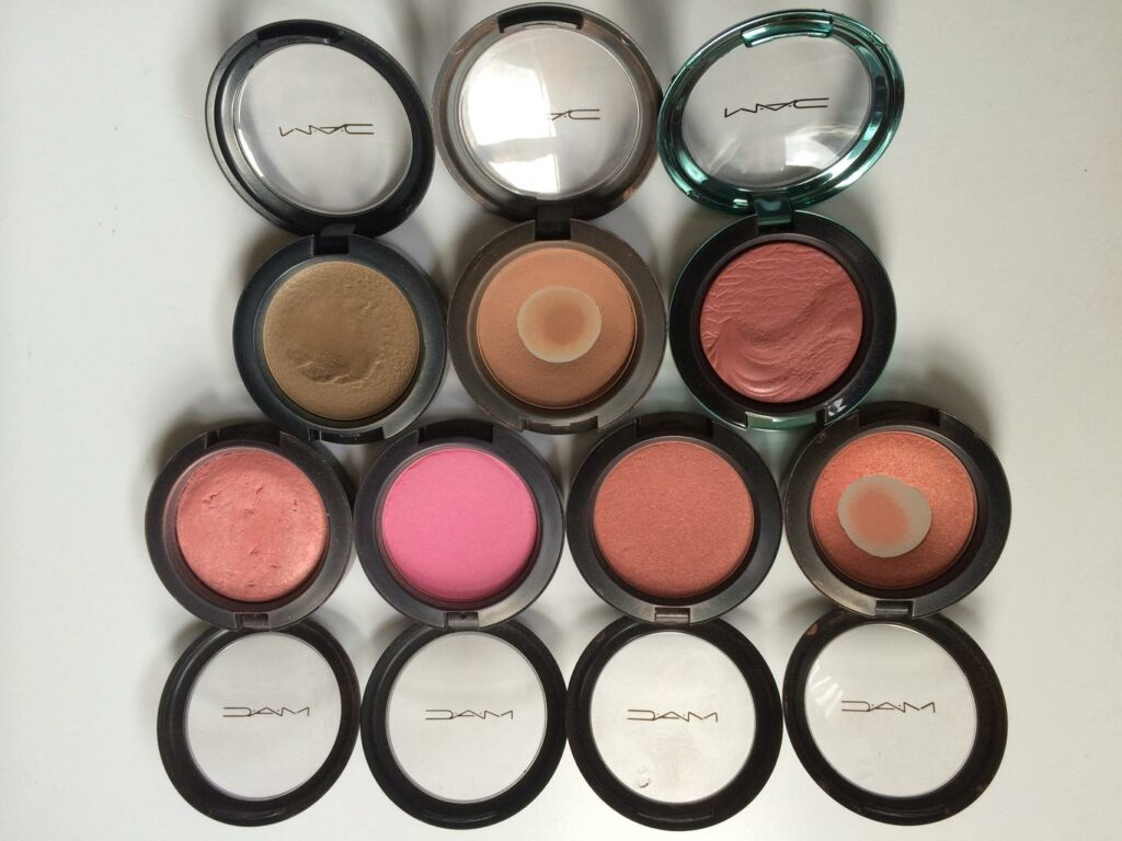 Blushers in different colors