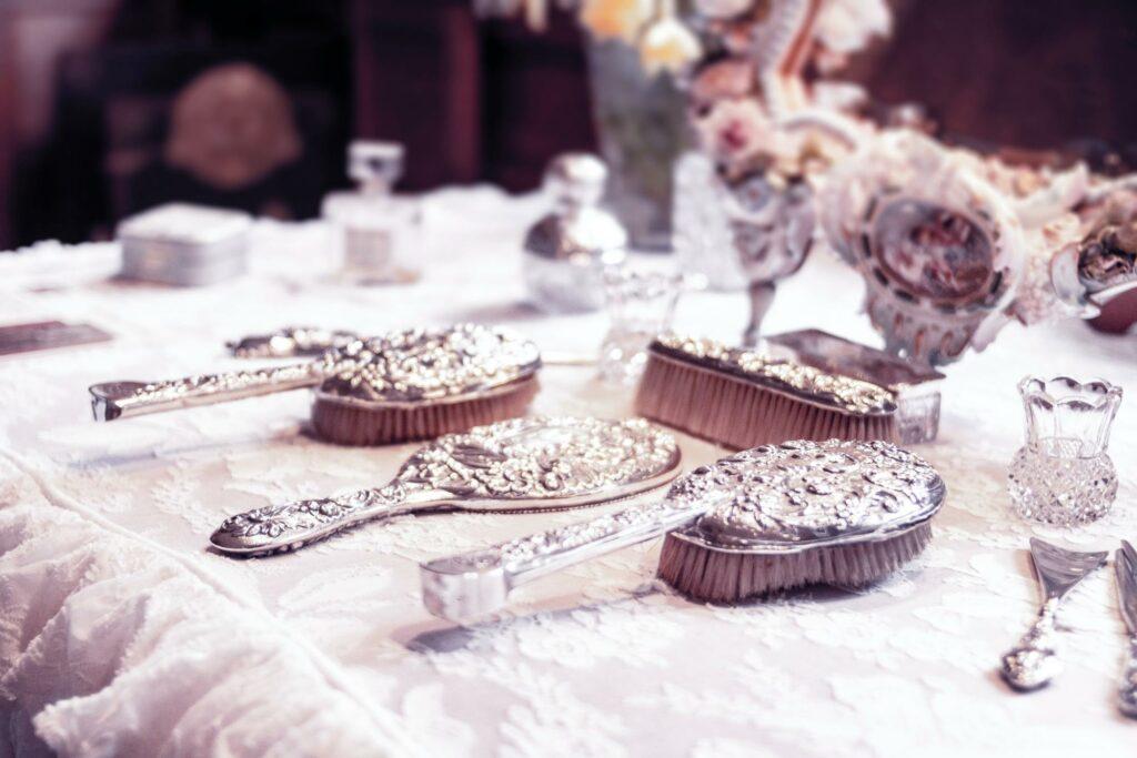 silver color tableware