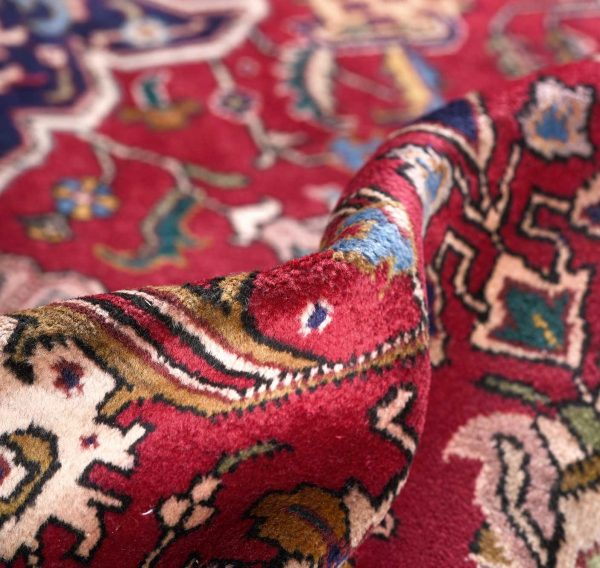 Having strength and passion is the motif of the peasant carpet in red with antique patterns