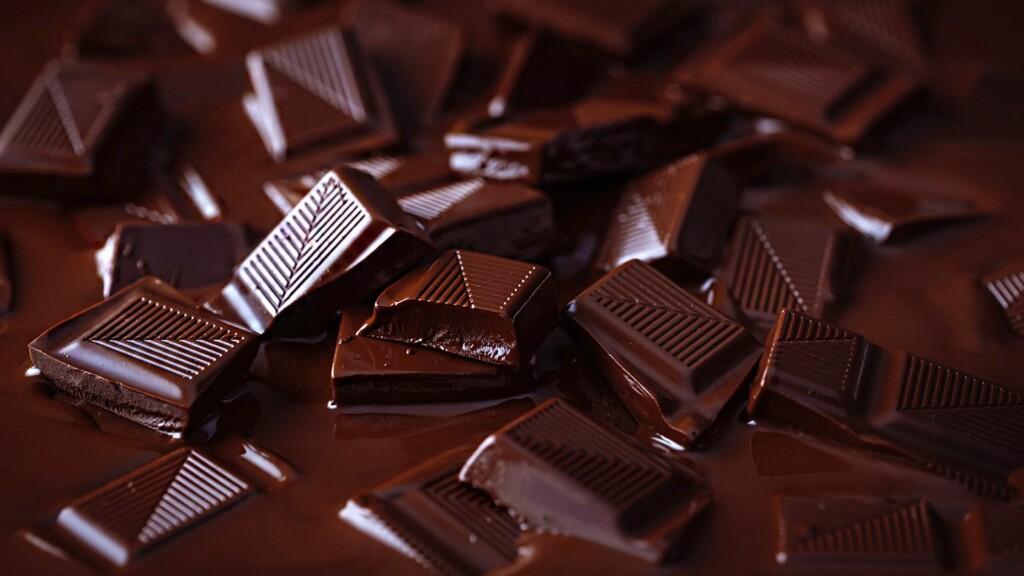 Melting brown chocolate