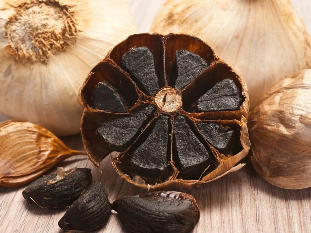 Black garlics