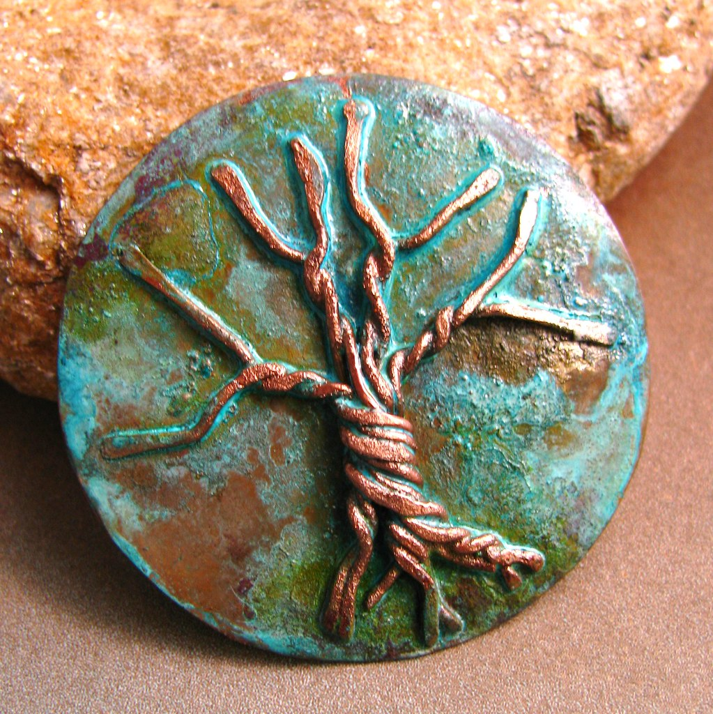 Verdigris green color obtained on copper surfaces
